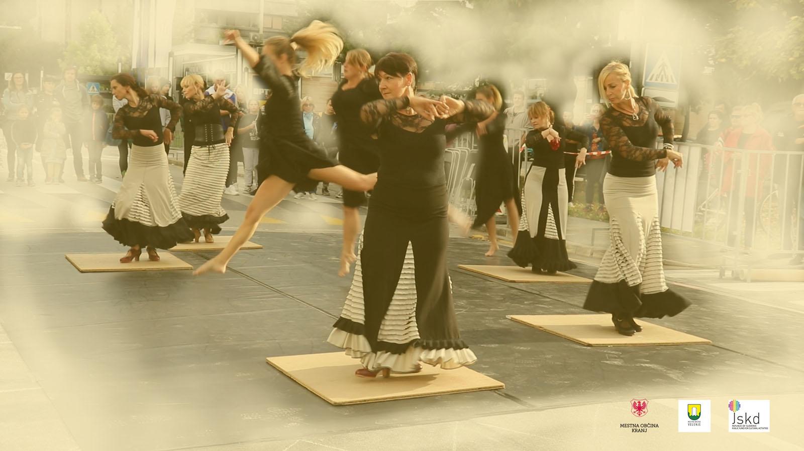 Plesna predstava »Odstiranja«